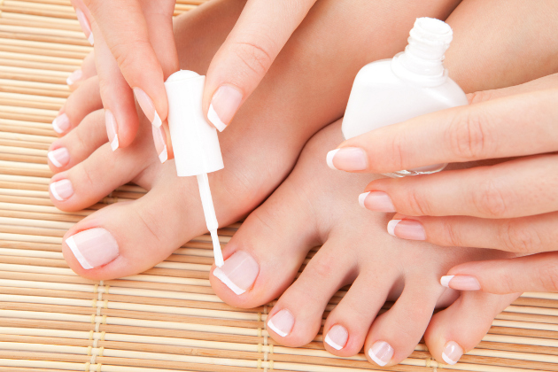 AzzaSpa - french pedicure